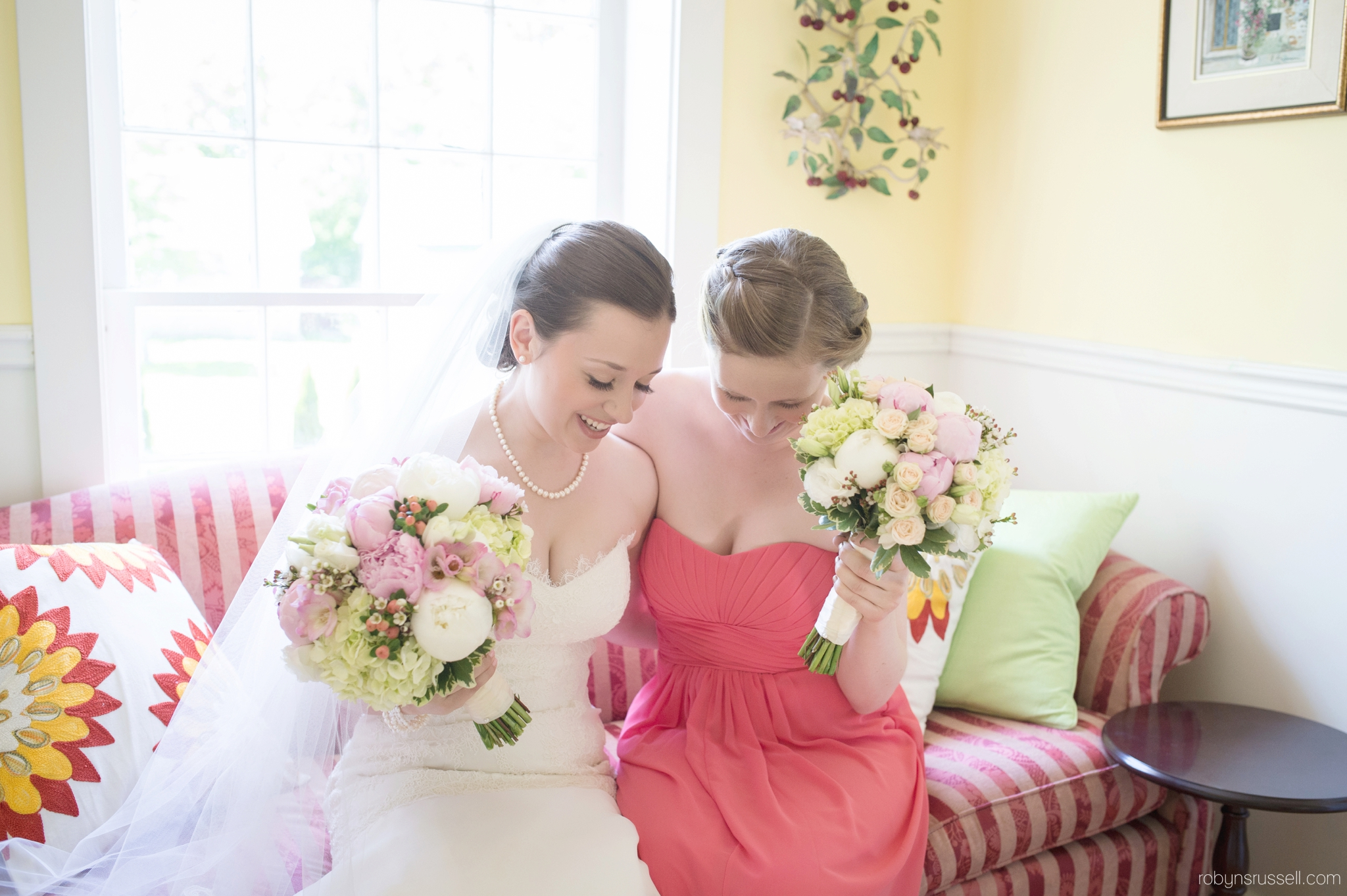 08-bride-and-maid-of-honour.jpg