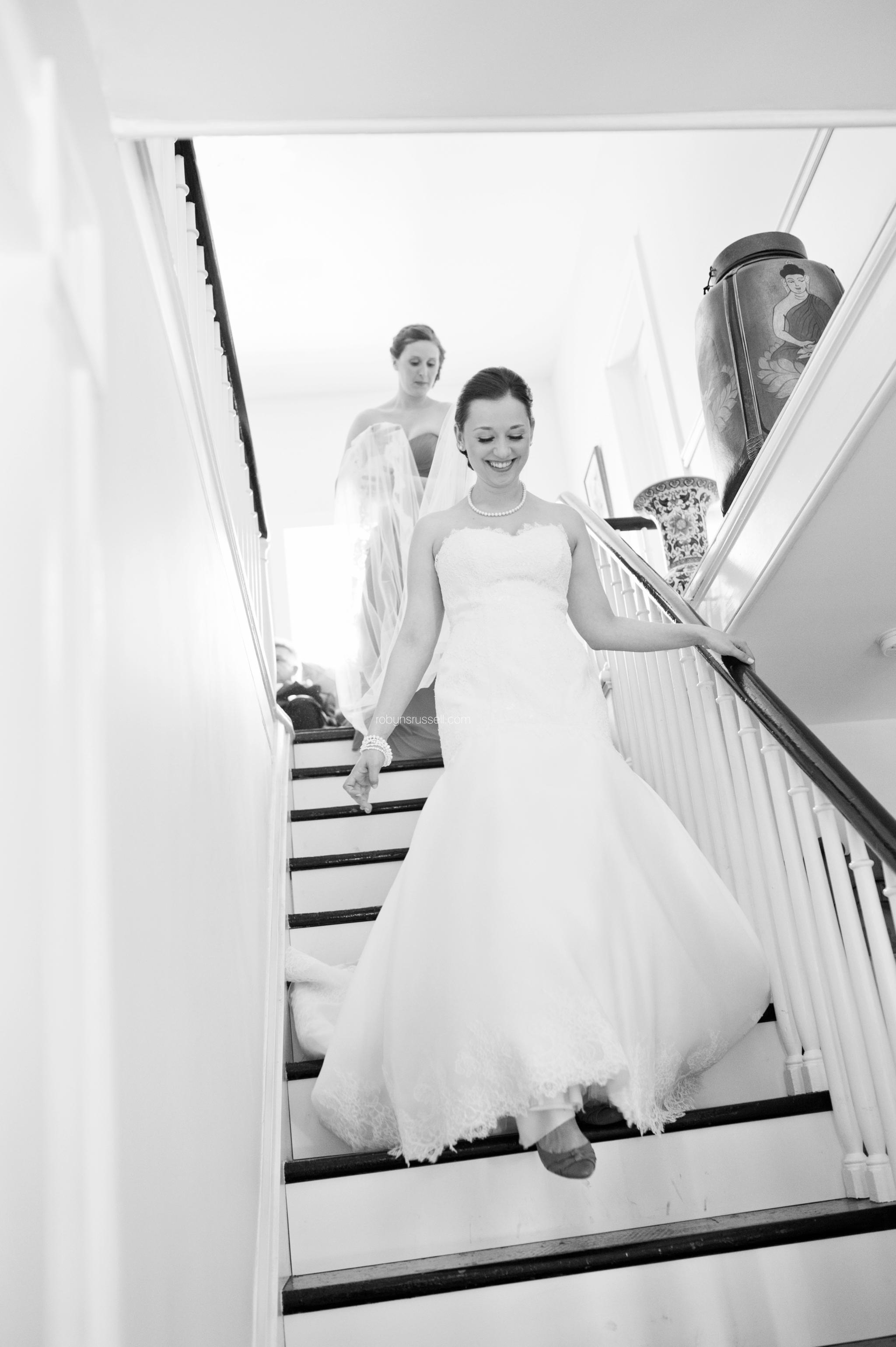 10-bride-walking-down-stairs.jpg