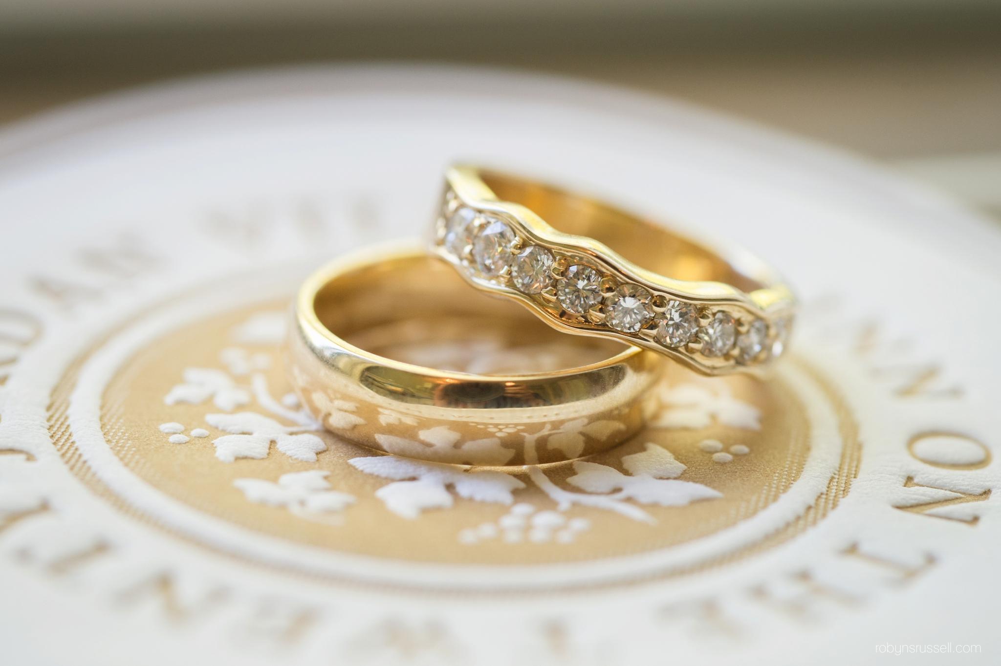 13-bride-and-groom-rings.jpg