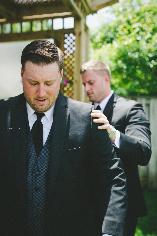 2-groom-and-best-man-on-wedding-day.jpg