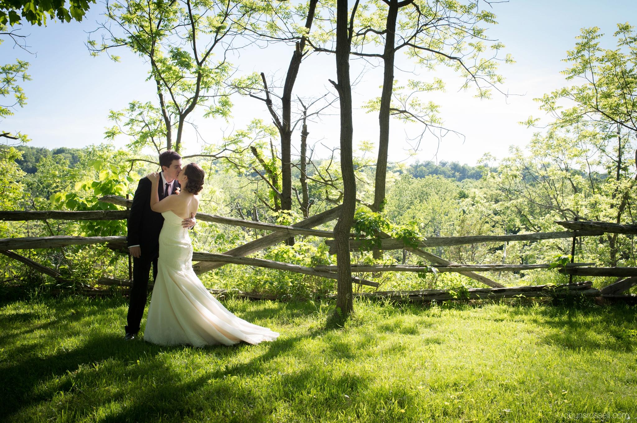 24-bride-and-groom-kissing-in-jordan-ontario.jpg