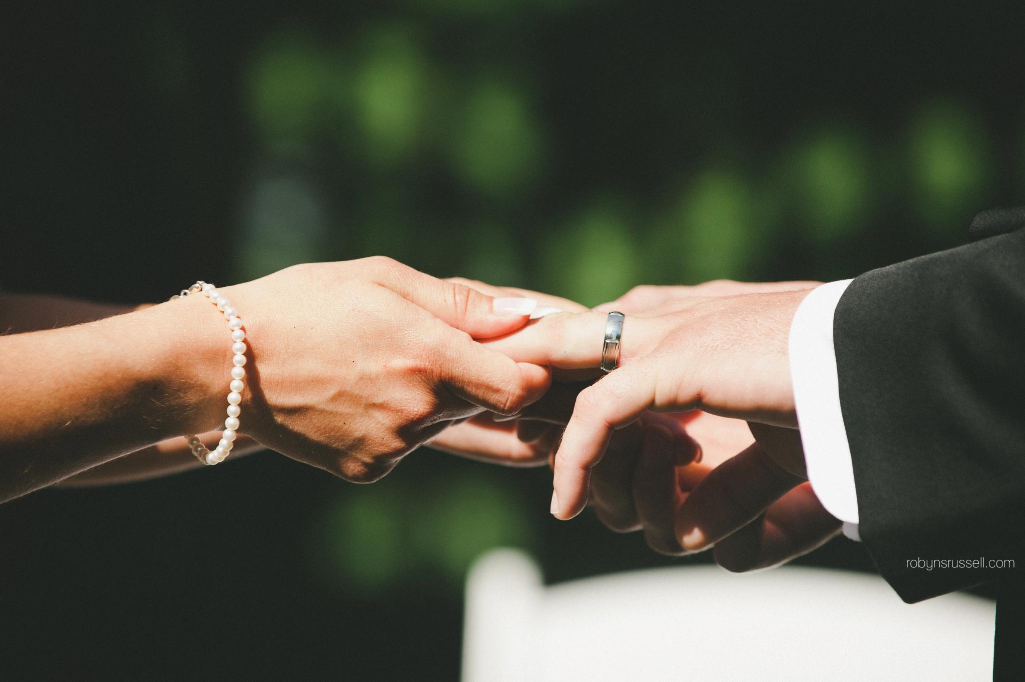28-wedding-rings-oakville-photographer.jpg