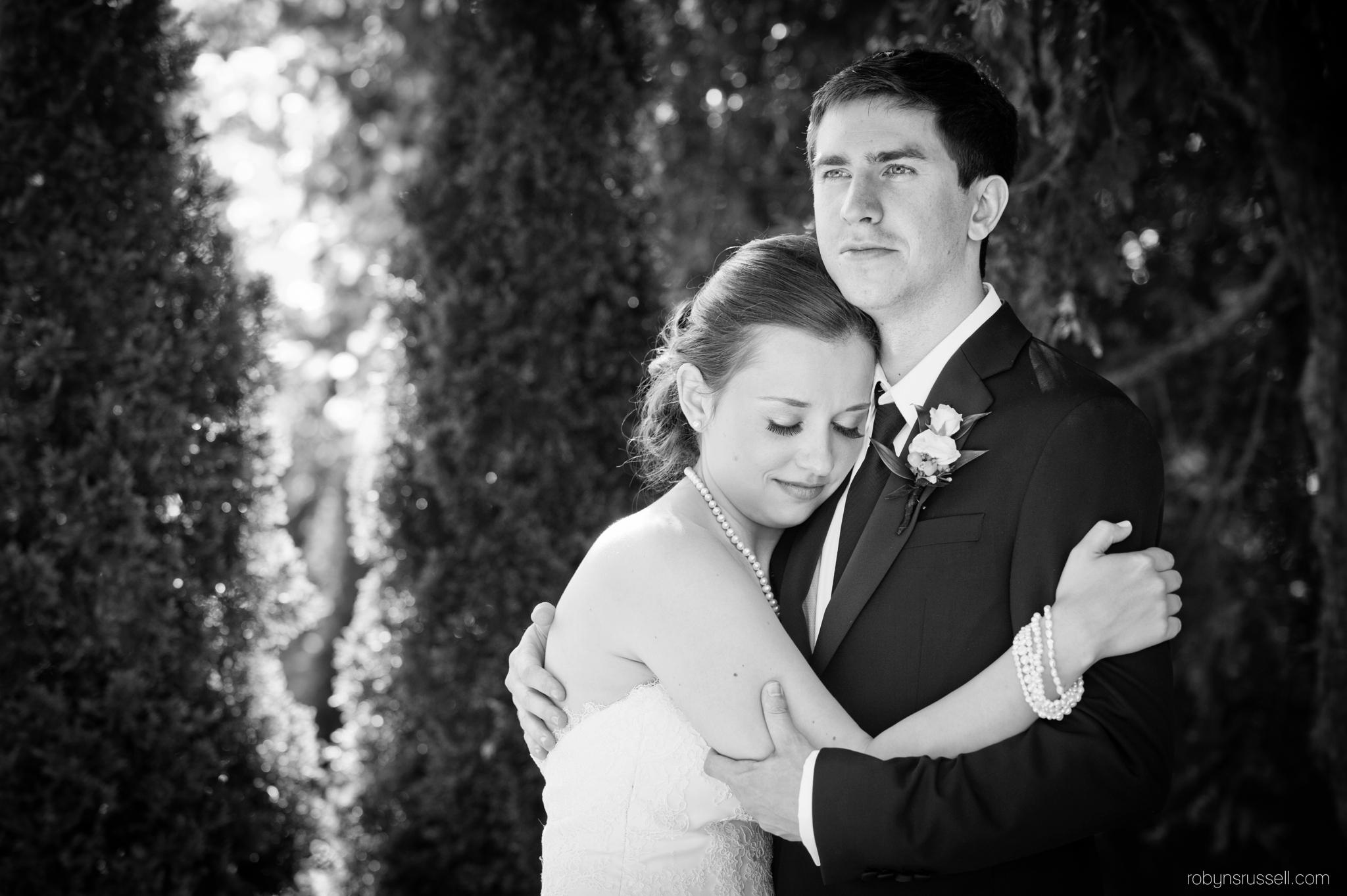 30-romantic-moment-for-wedded-couple-at-inn-on-the-twenty.jpg