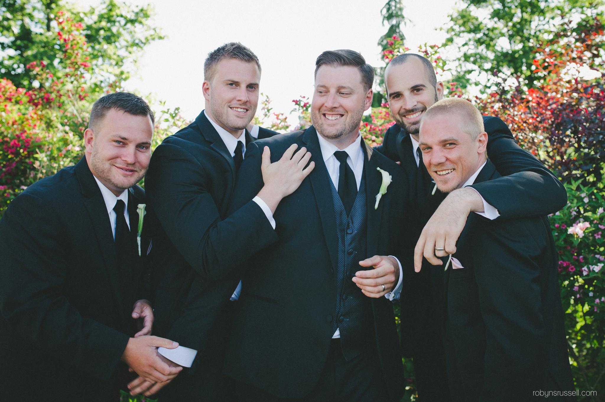 32-funny-groomsmen-and-friends.jpg