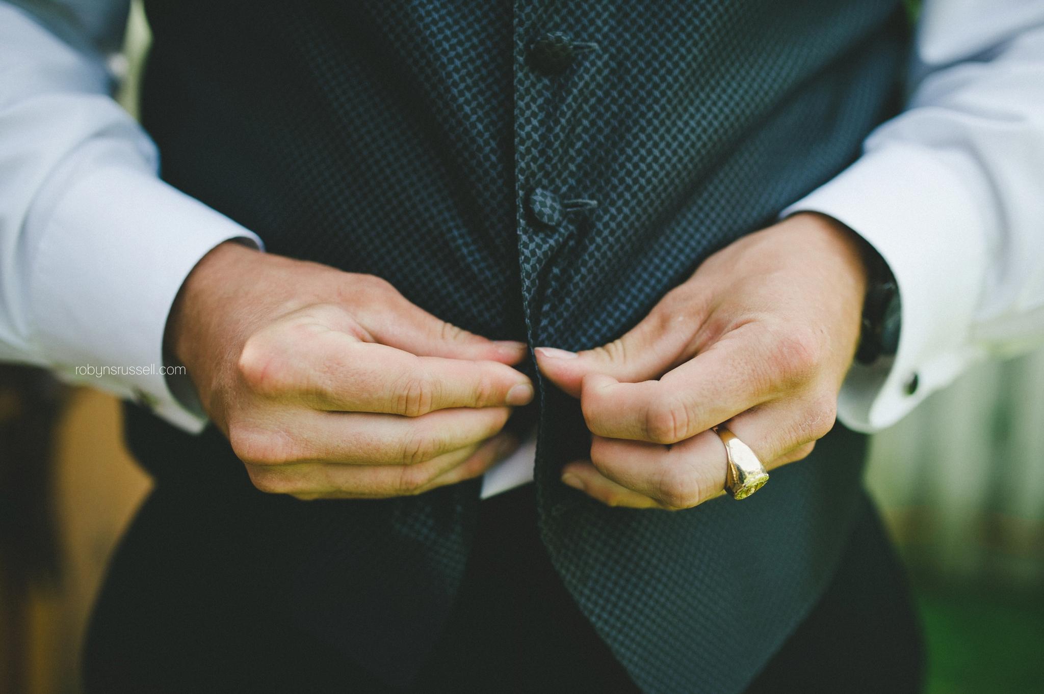 4-groom-getting-ready-oakville-wedding-photographer.jpg
