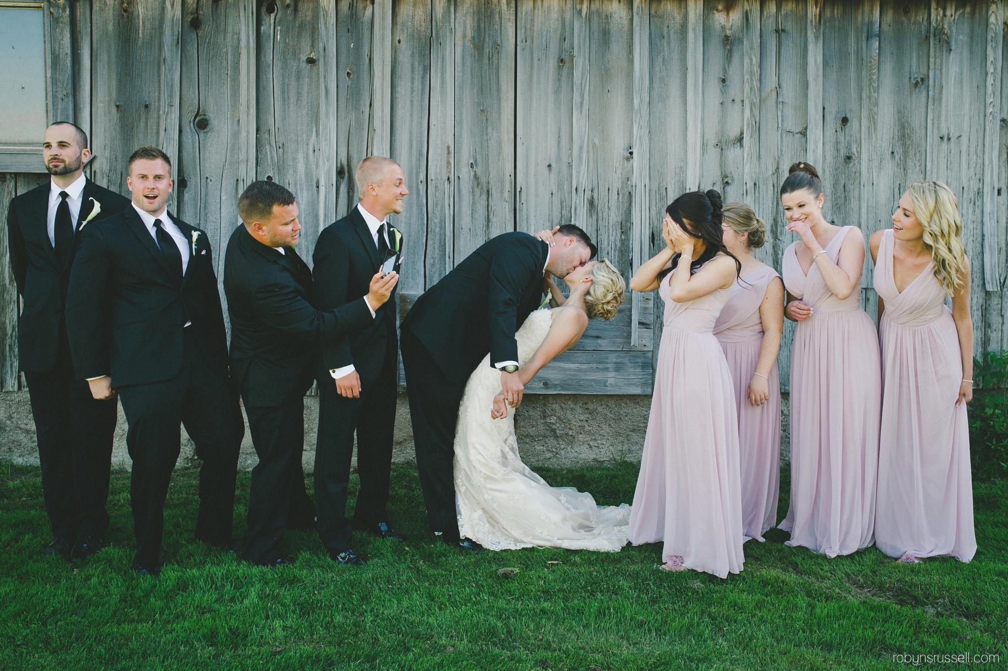 40-bridal-party-kissing-pipers-heath.jpg