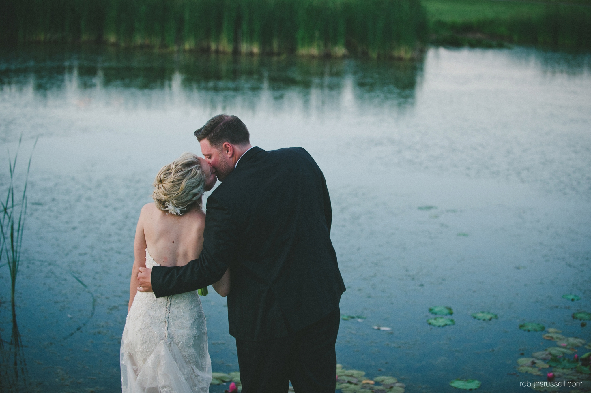 73-bride-and-groom-wedding-pipers-heath-robynsrussell-photography.jpg