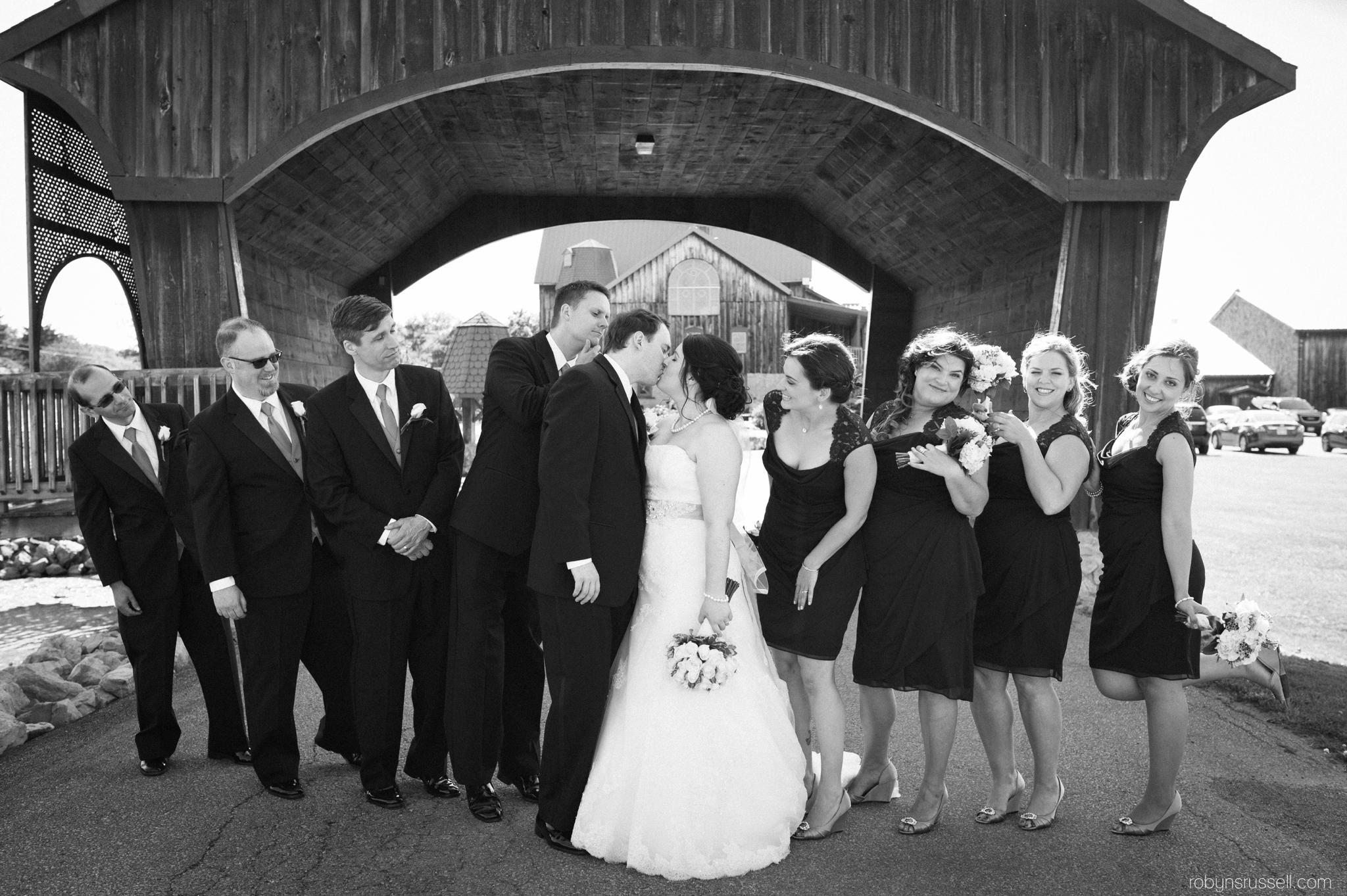 25-bride-and-groom-kissing-under-bridge.jpg