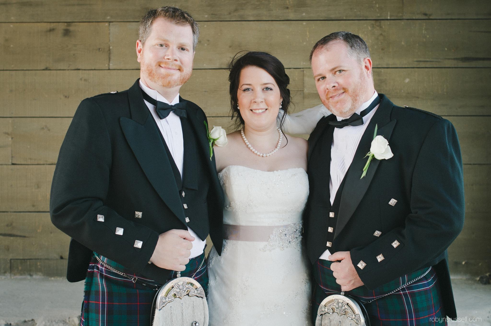 26-bride-and-brothers-hernder.jpg
