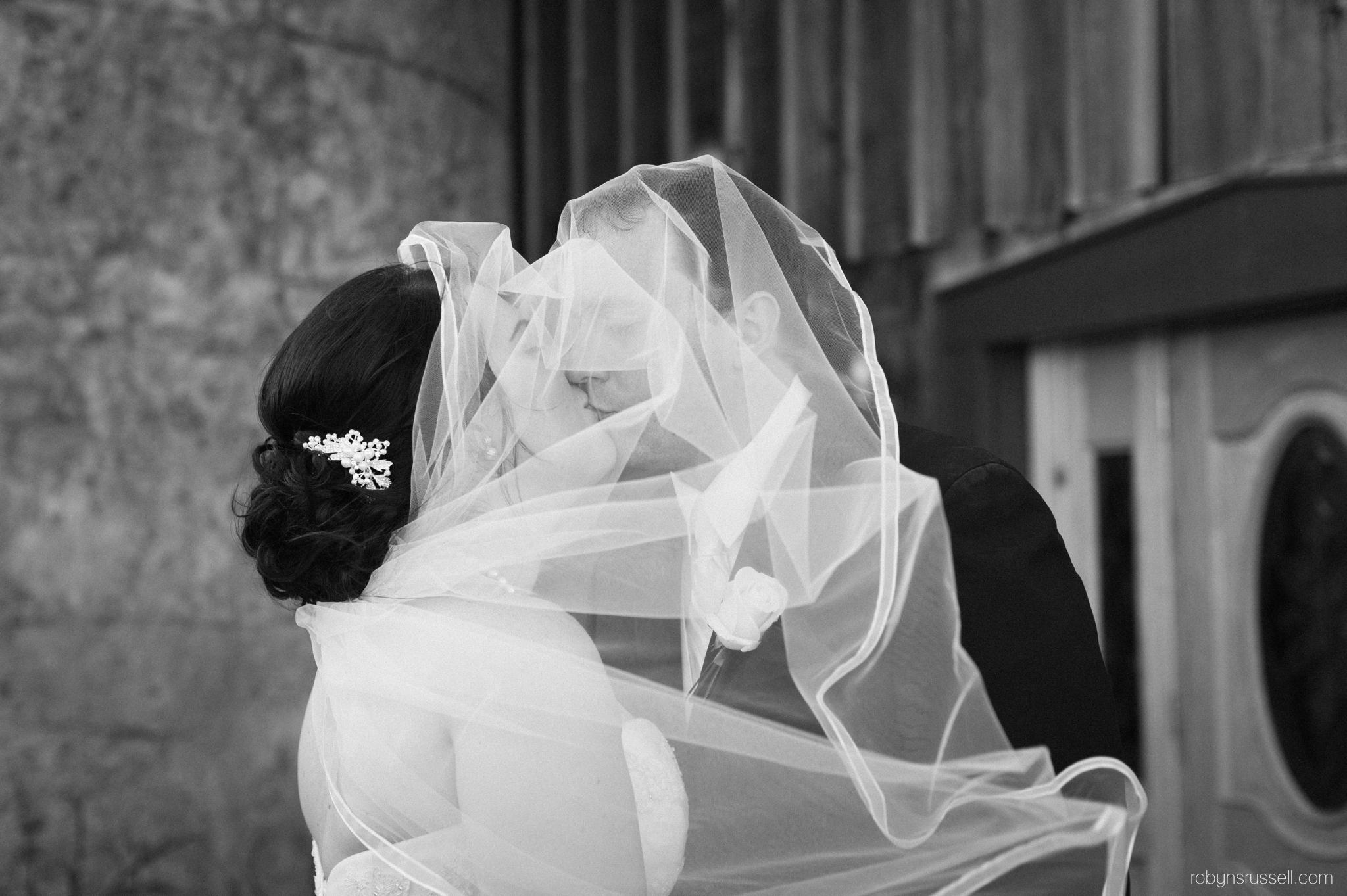 32-bride-and-groom-dramatic-wedding-portrait.jpg