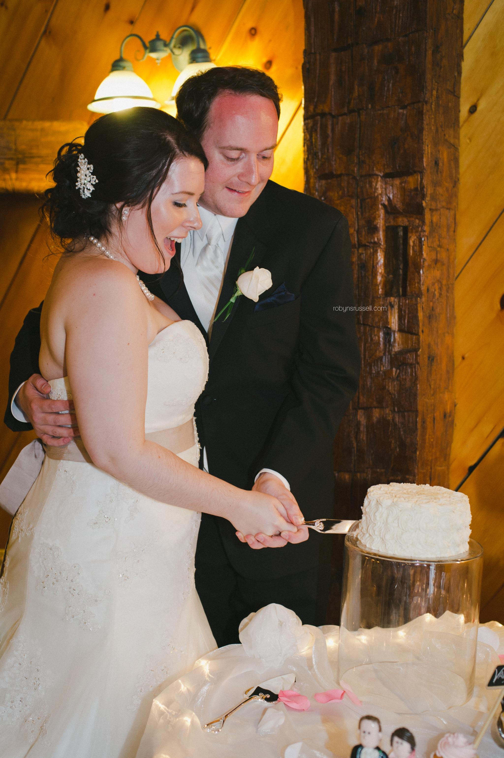 48-bride-and-groom-cut-cake.jpg