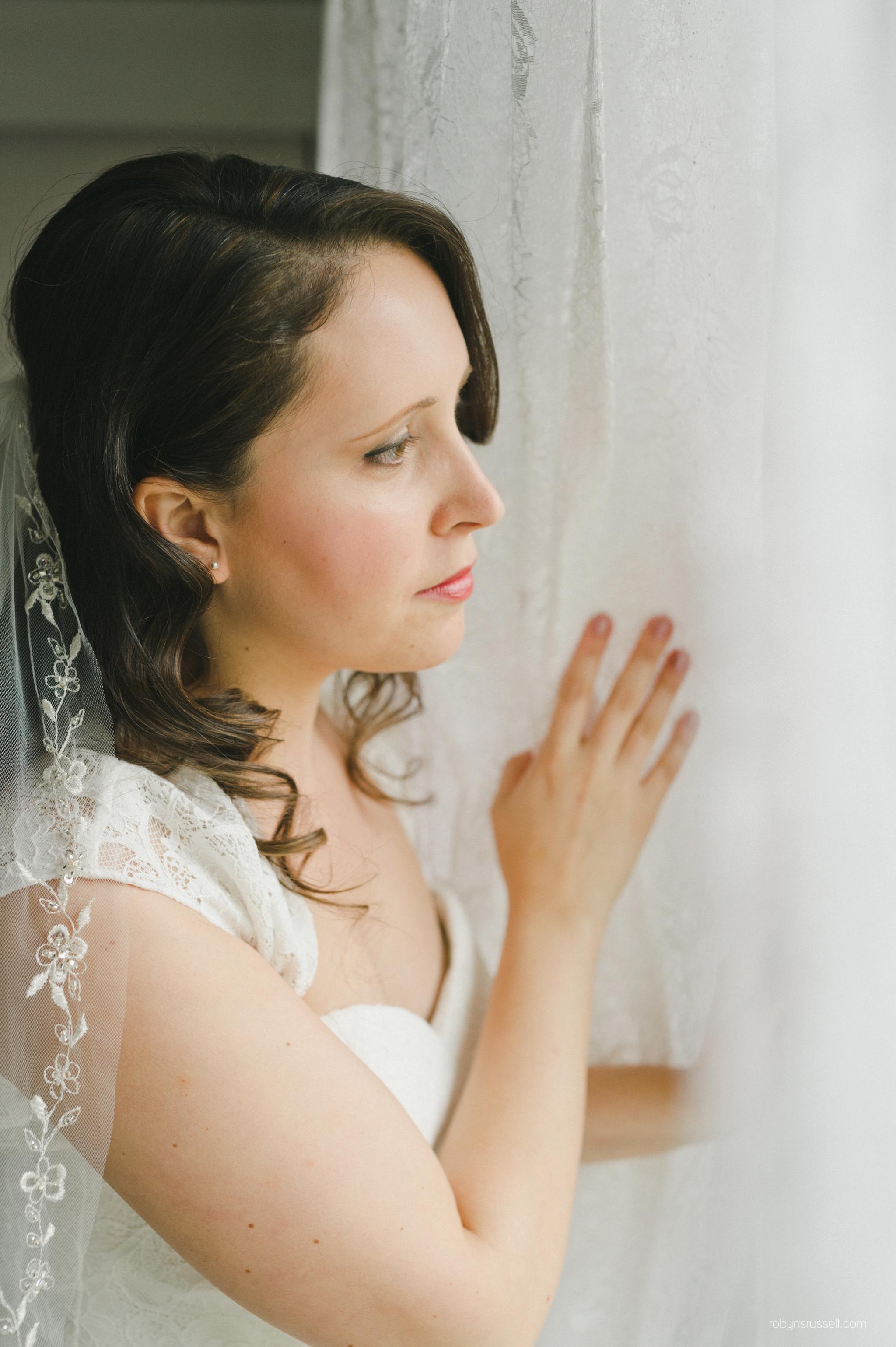 11-stunning-bride-to-be-on-wedding-day.jpg