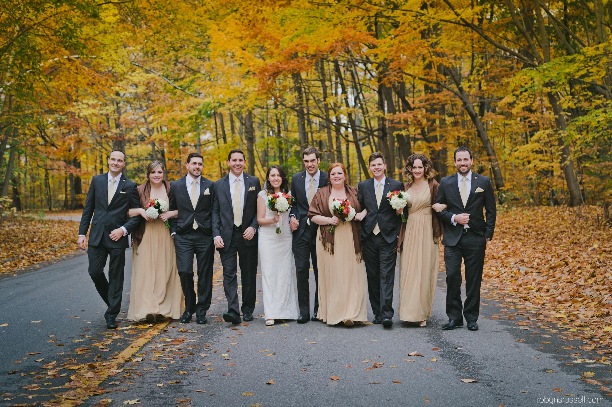 43-bridal-party-fall-wedding-canada.jpg