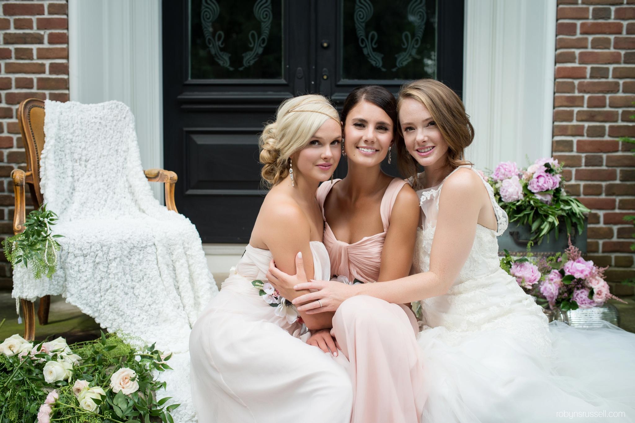 15-bride-and-bridesmaids-on-wedding-day.jpg