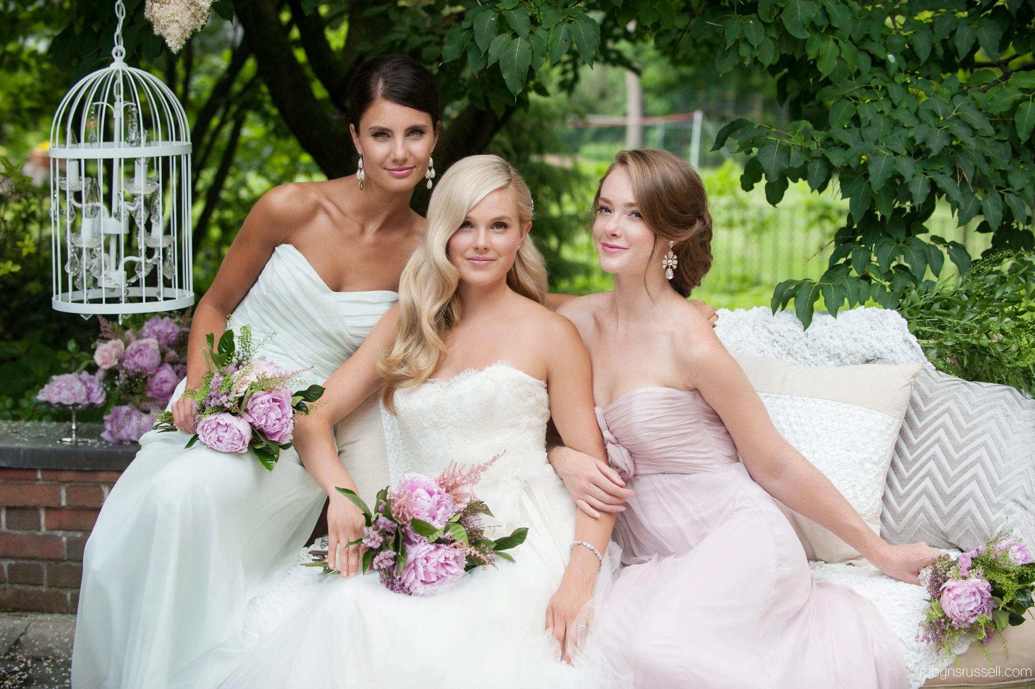 3-wedding-girls-outdoors-sunny-oakville-bridal.jpg