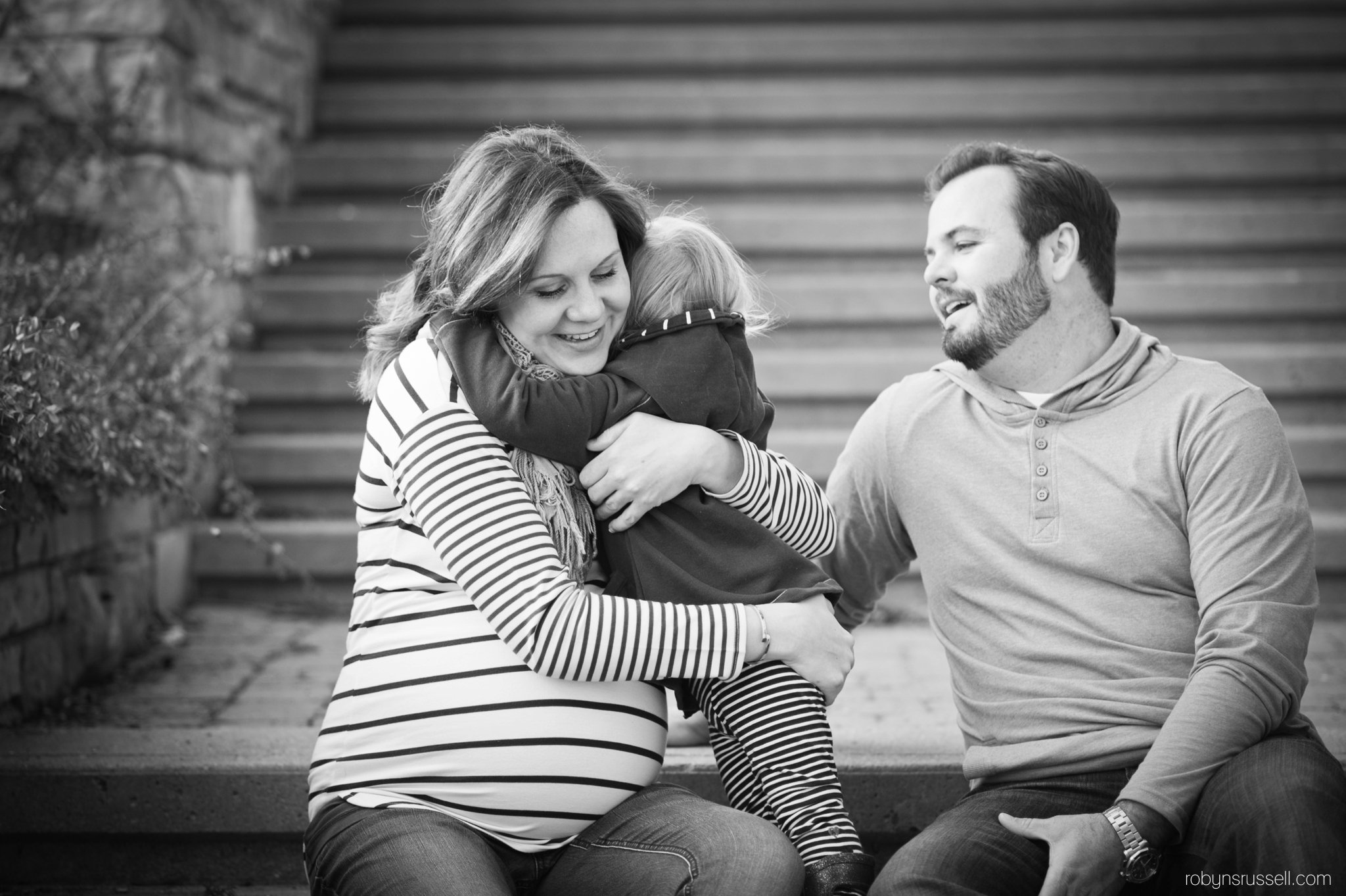 1-burlington-family-photographer-hugs.jpg