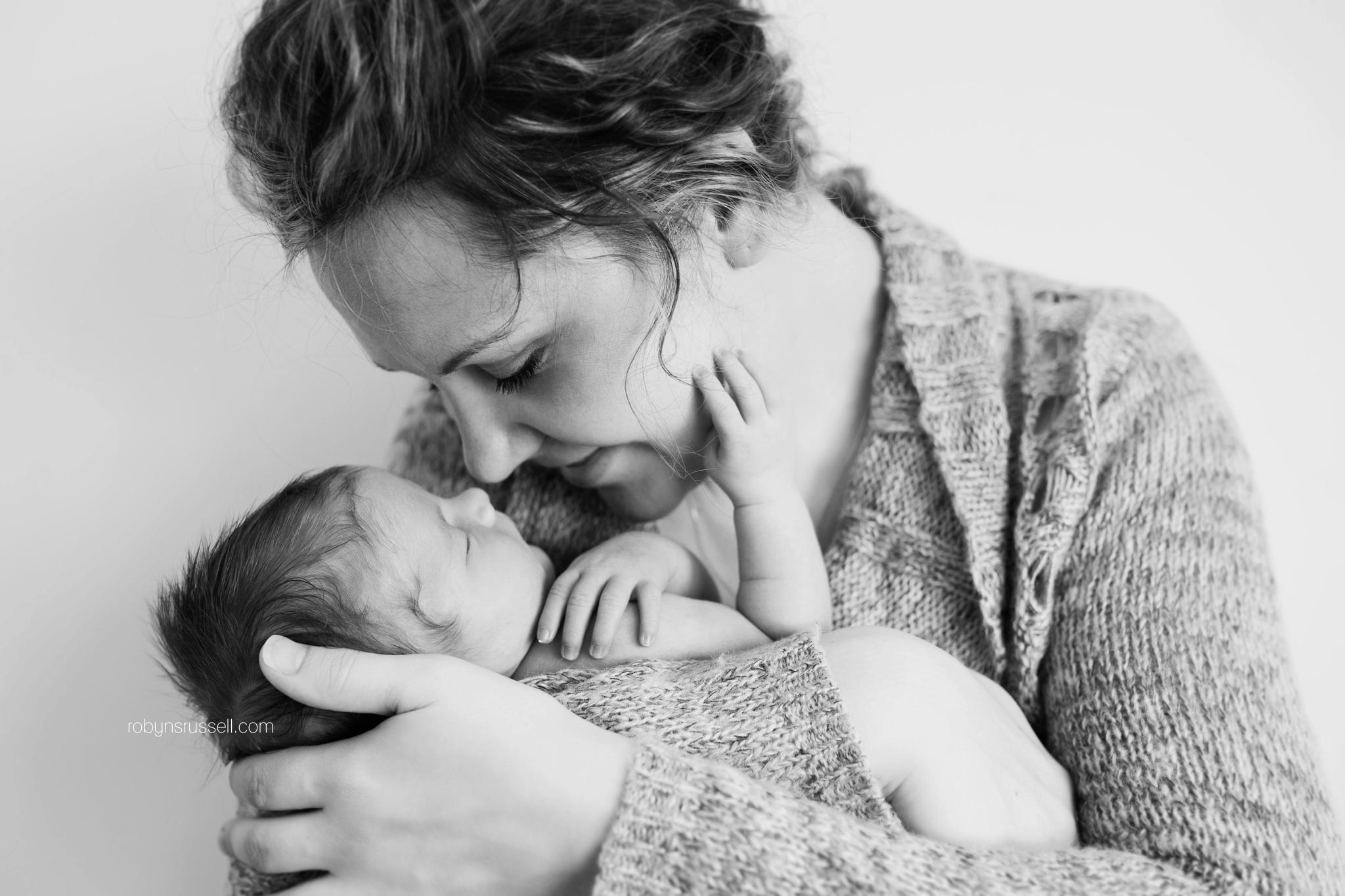 19-tender-moment-baby-and-mommy-burlington-family-photographer.jpg