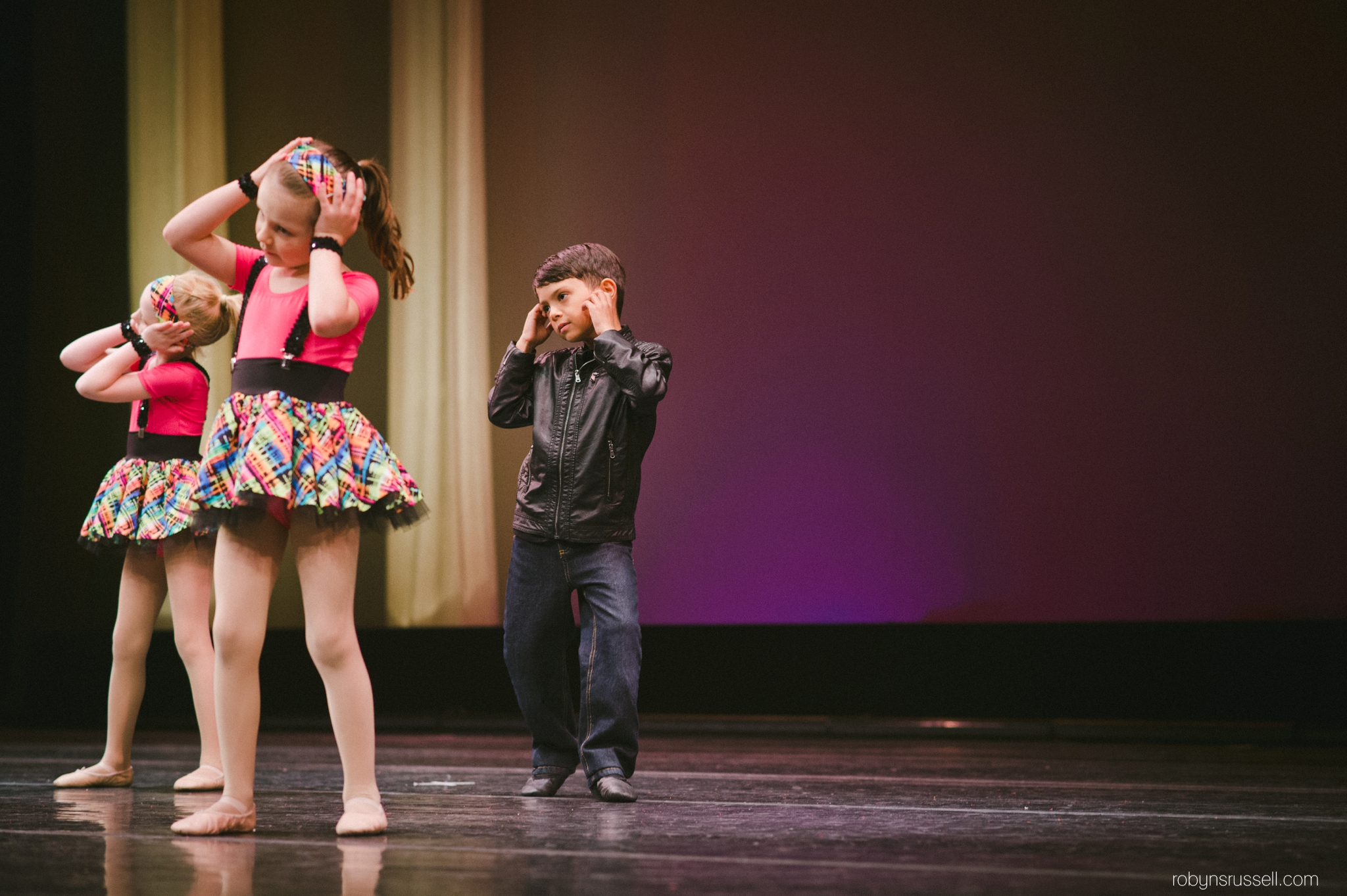 27-dancing-on-stage-hamilton-theatre-place.jpg