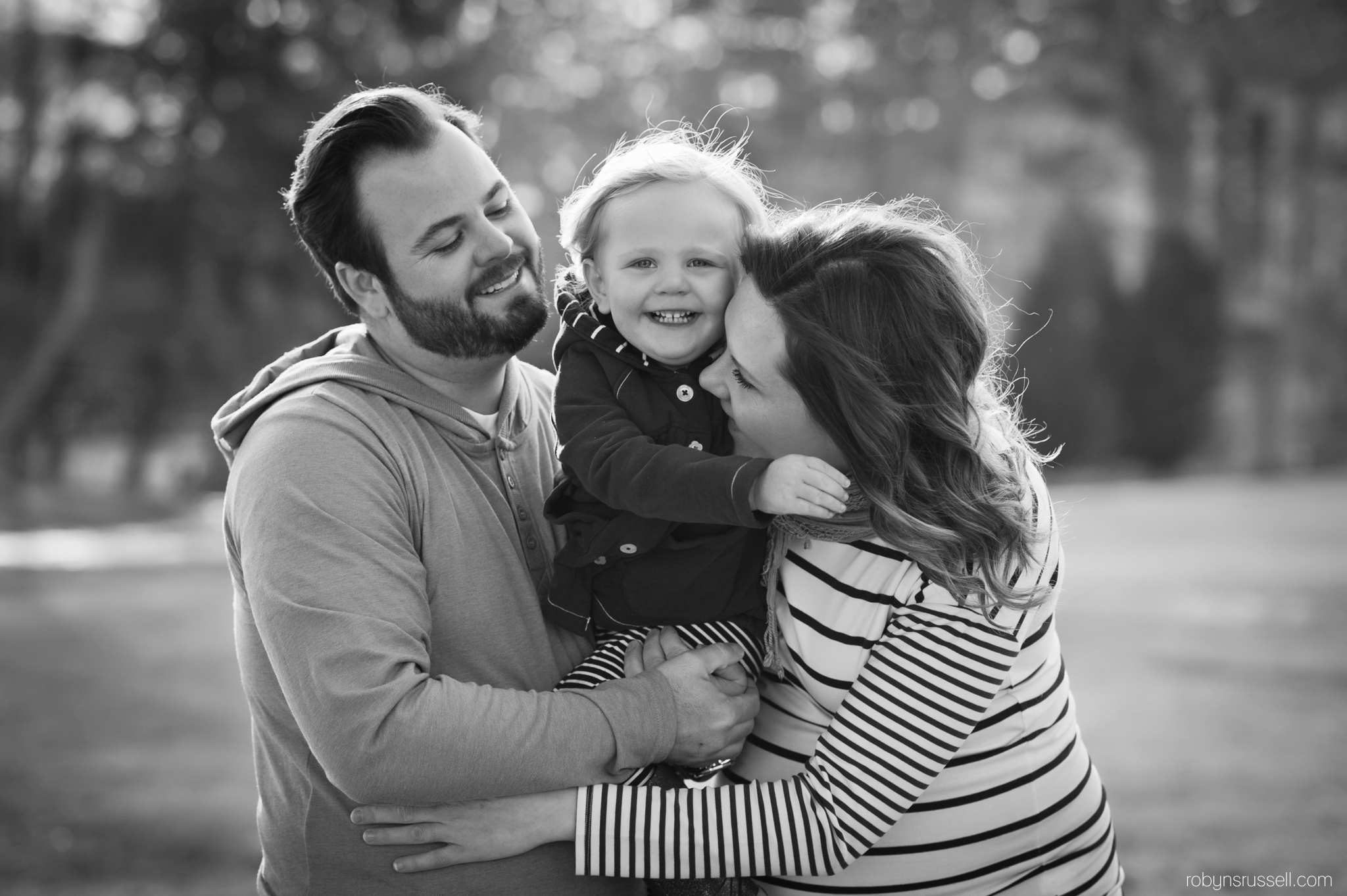 3-family-hugs-burlington-photographer.jpg