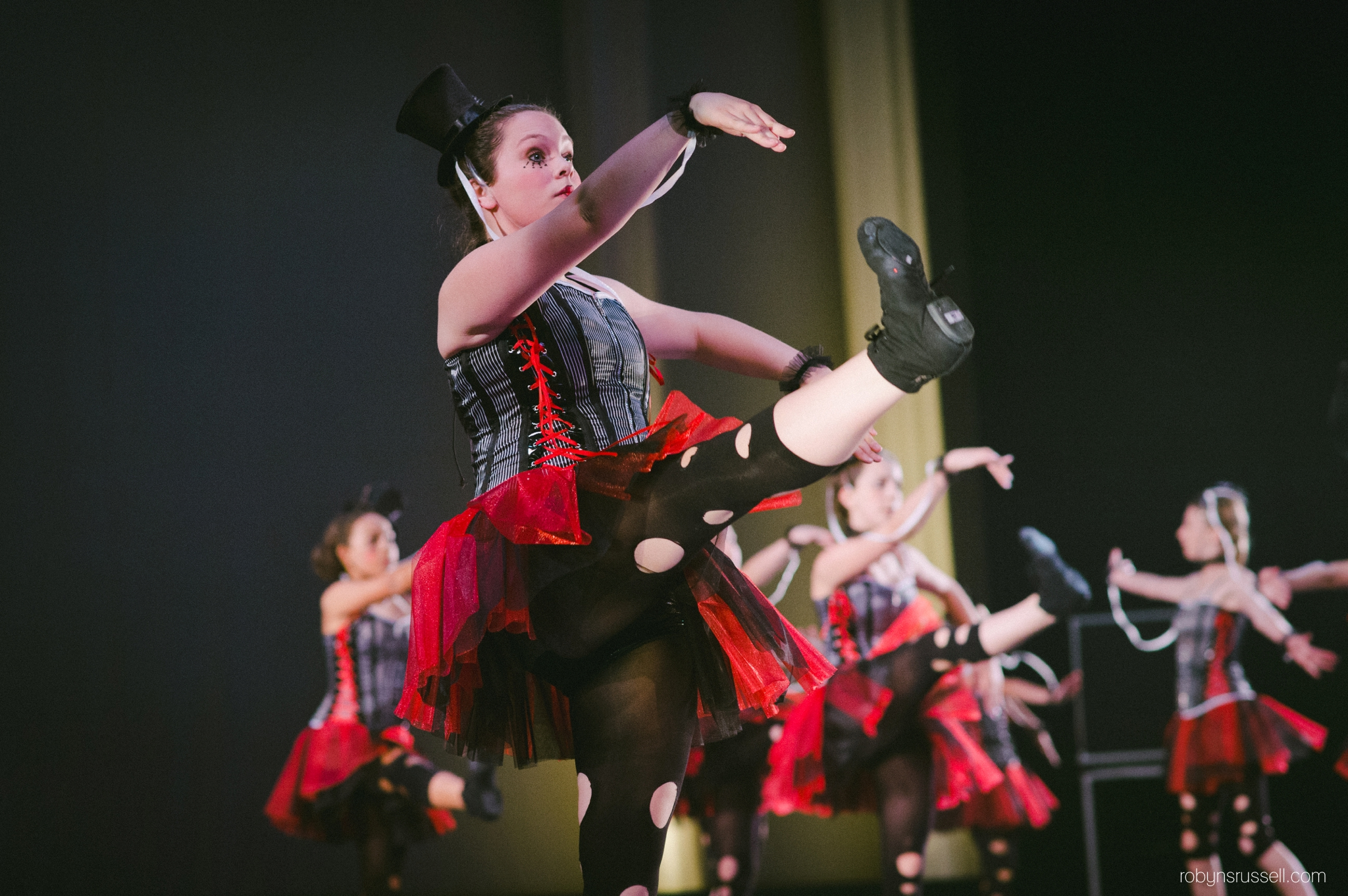34-avant-garde-steampunk-marionette-performance.jpg