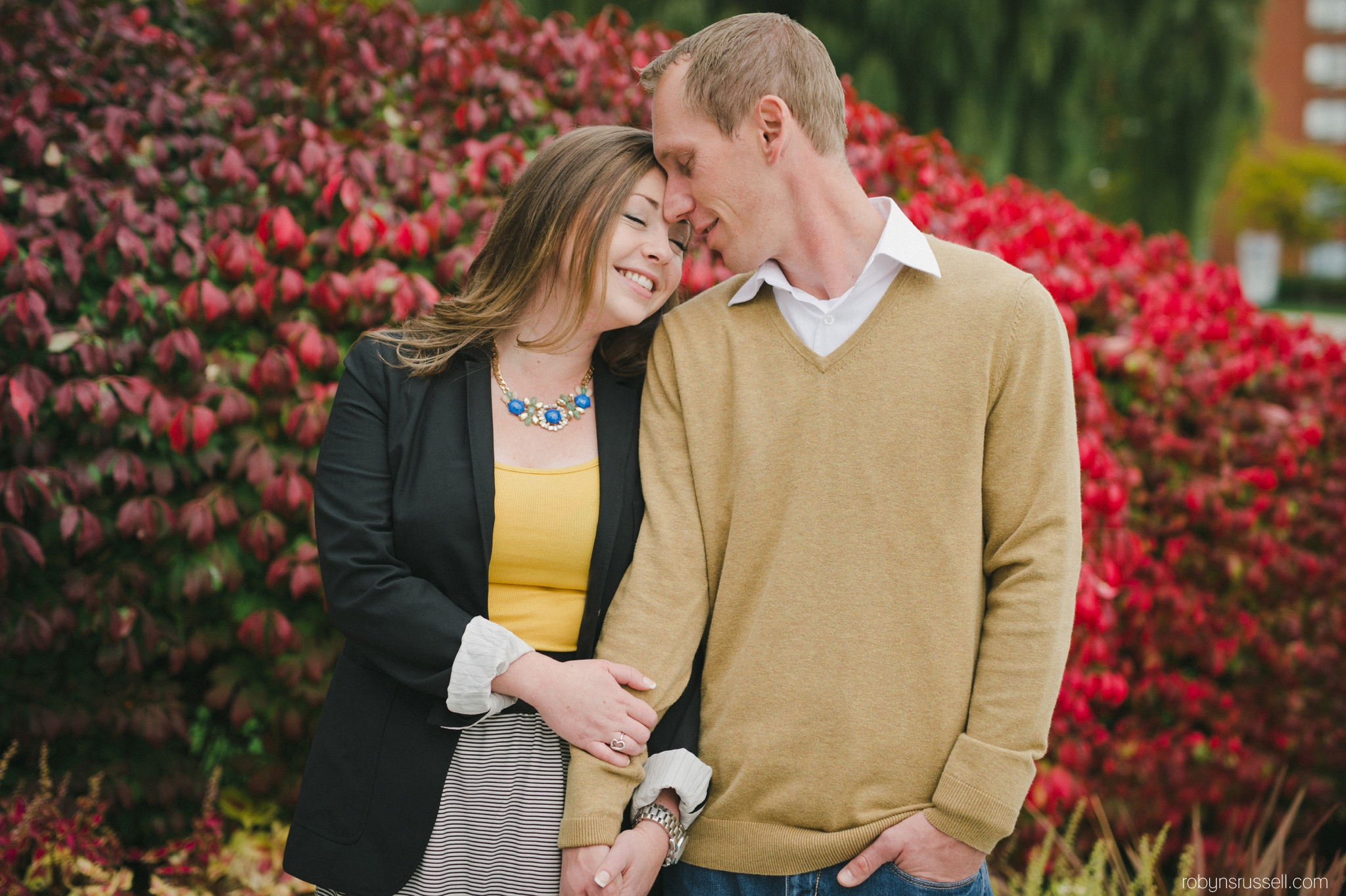8-autumn-engagement-session-burlington-couple.jpg