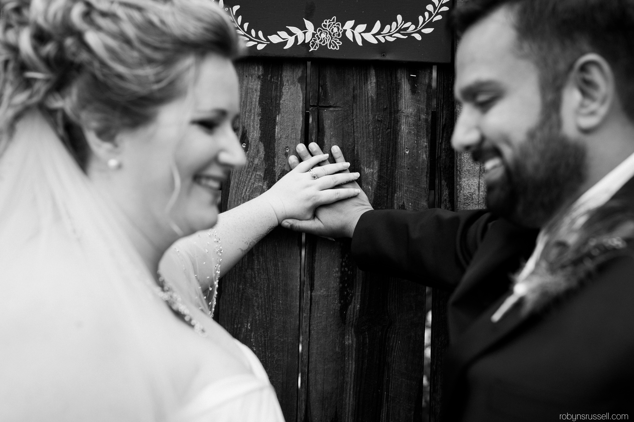 20-bride-and-groom-closeup-rings.jpg