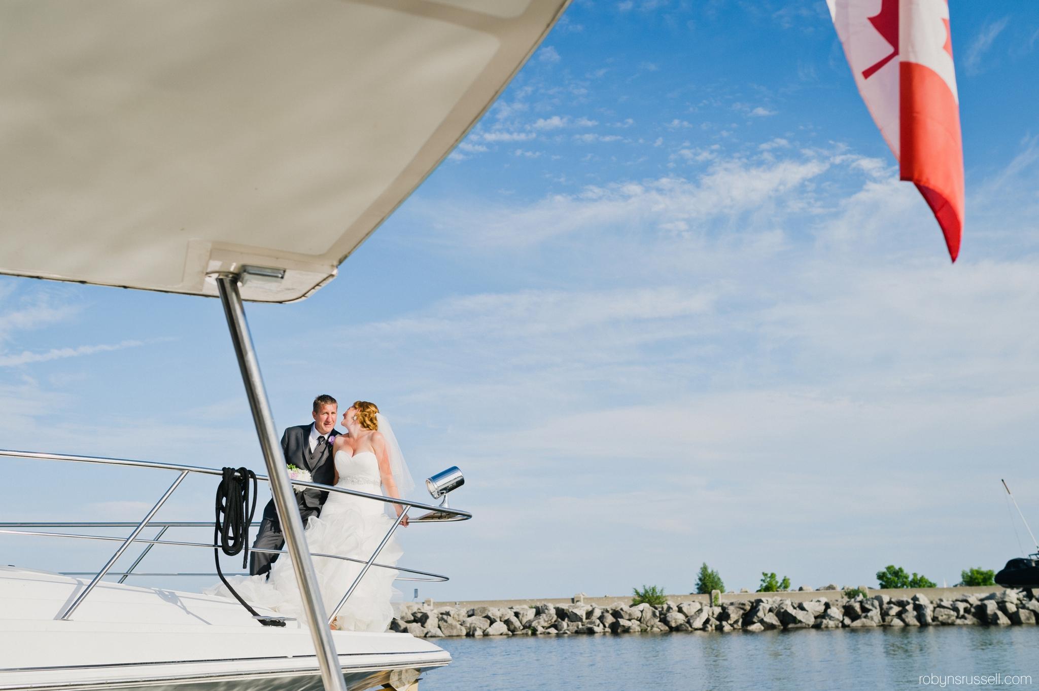 24-bride-and-groom-on-private-boat-bronte-marina-oakville.jpg