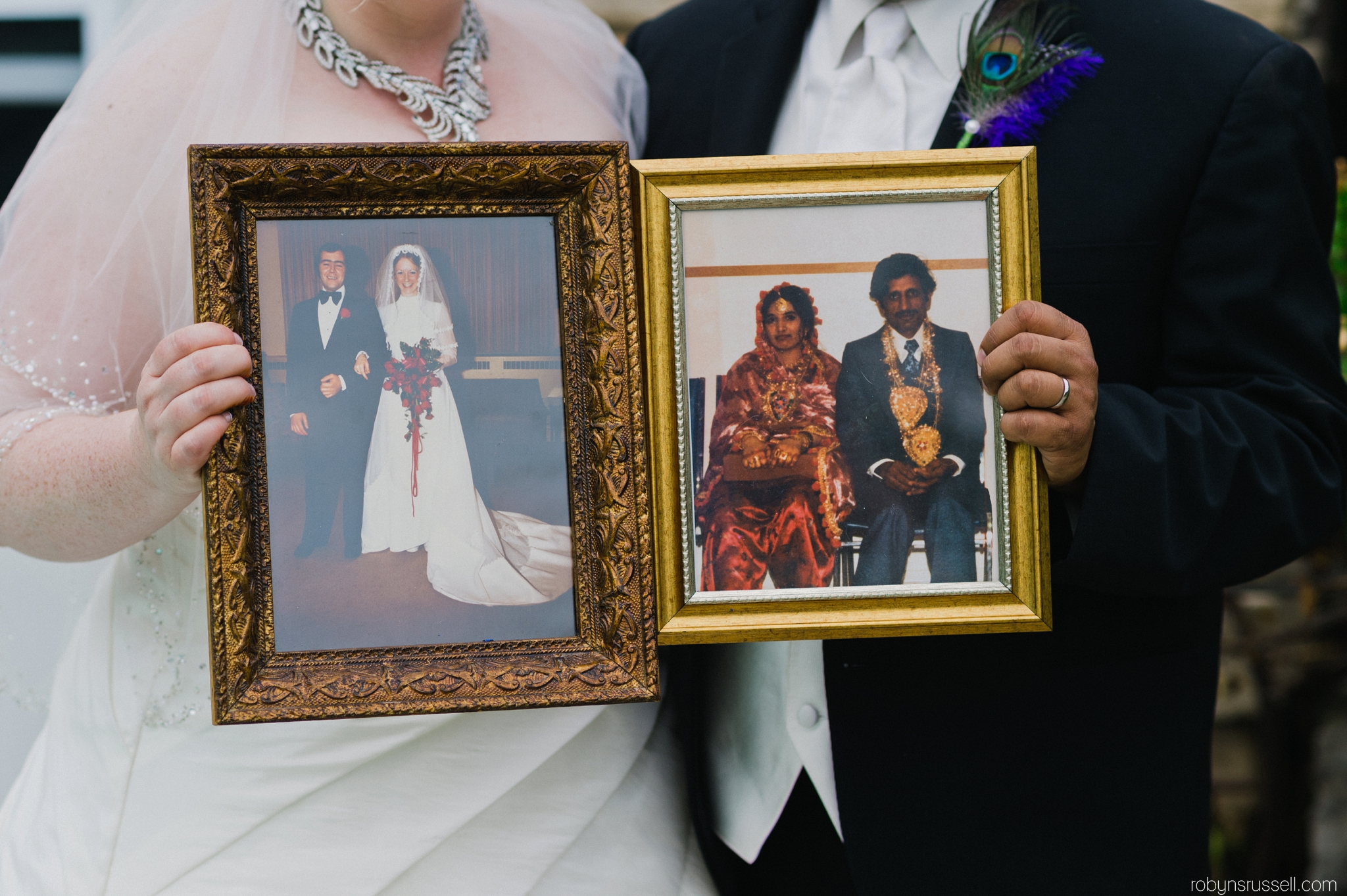 33-bride-and-groom-holding-old-photos-of-parents-on-wedding-day.jpg