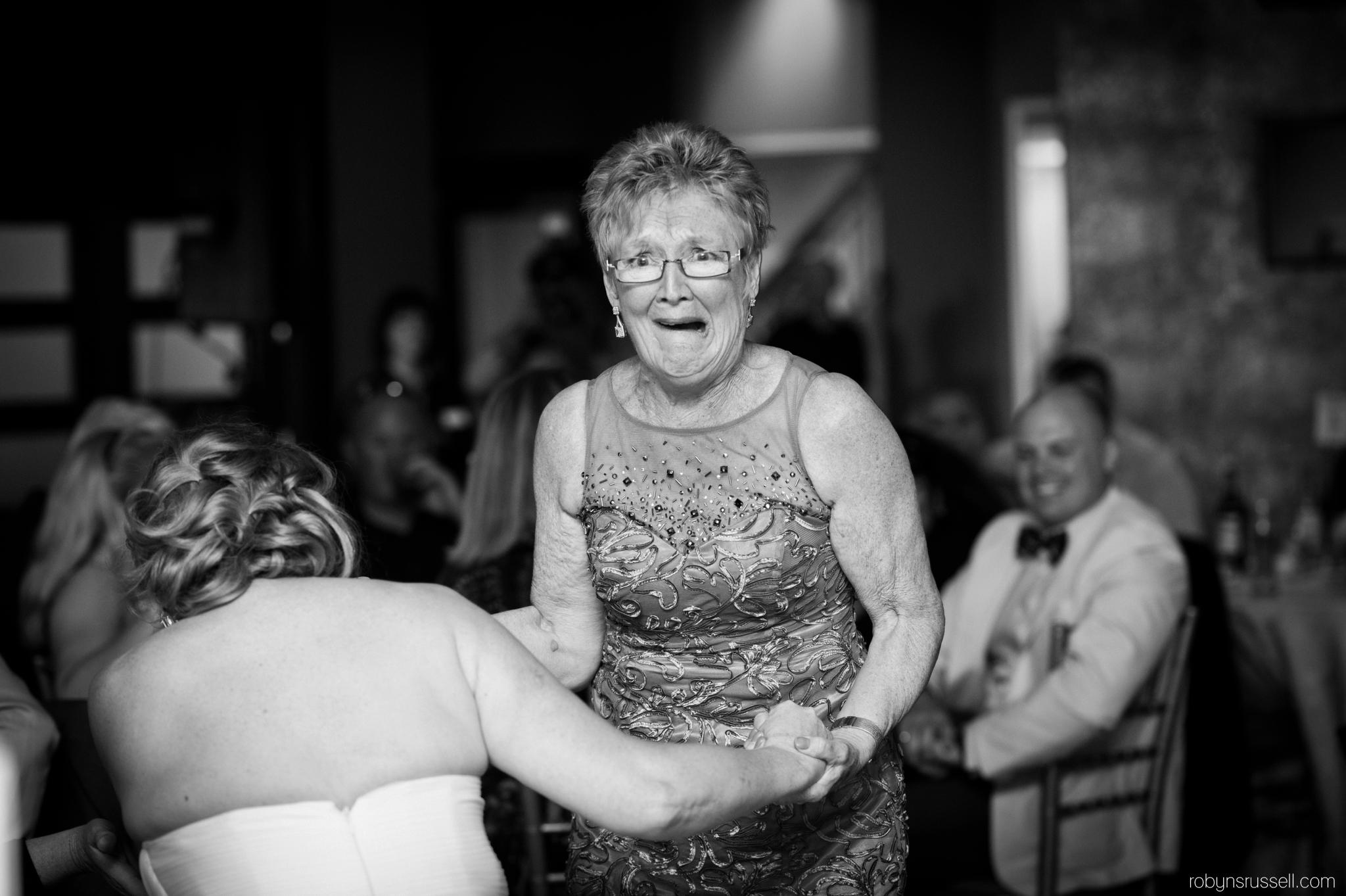 37-bride-falls-during-dance-oakville-wedding.jpg