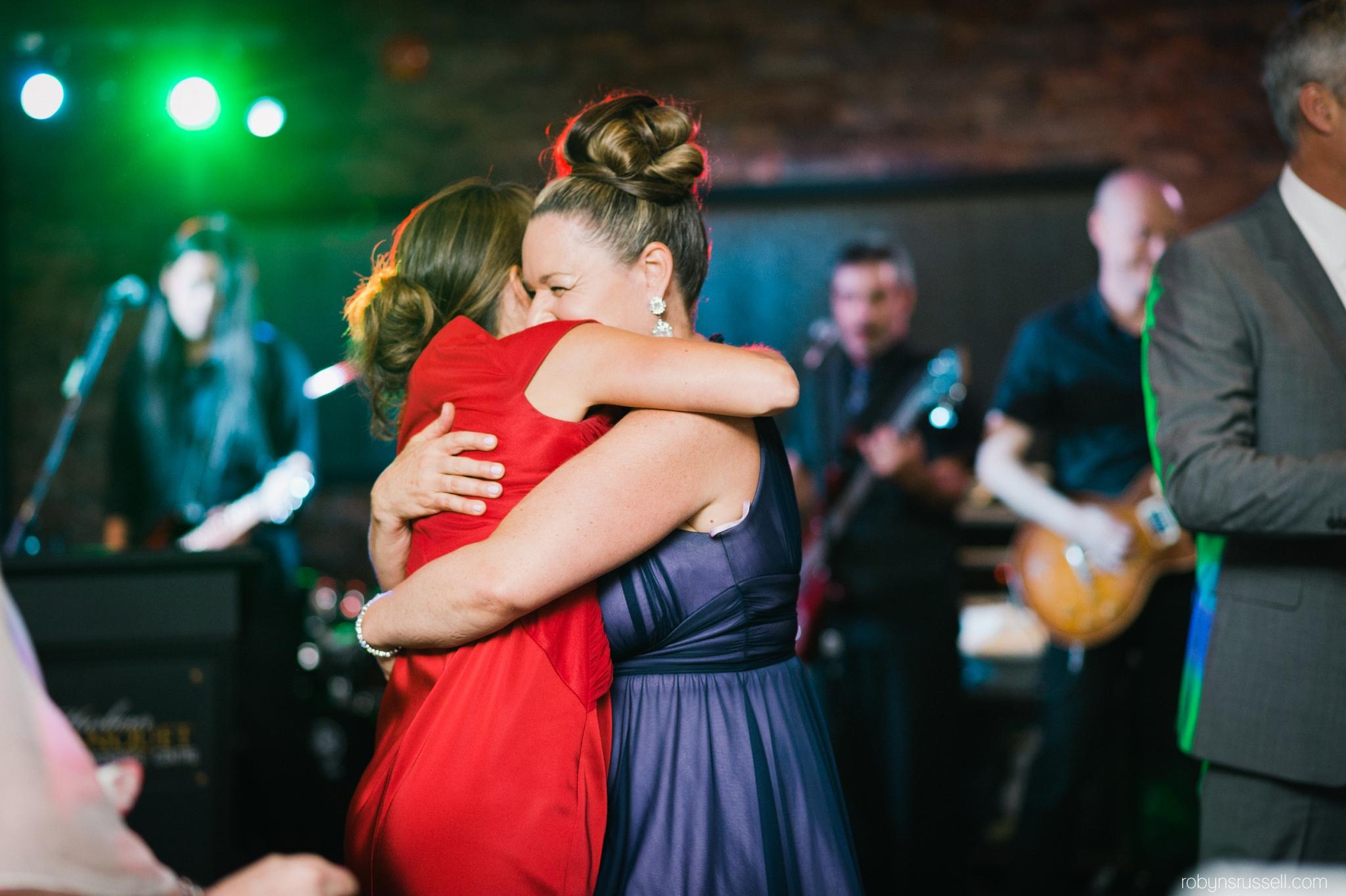 47-guests-enjoying-wedding-reception-dance-oakville.jpg