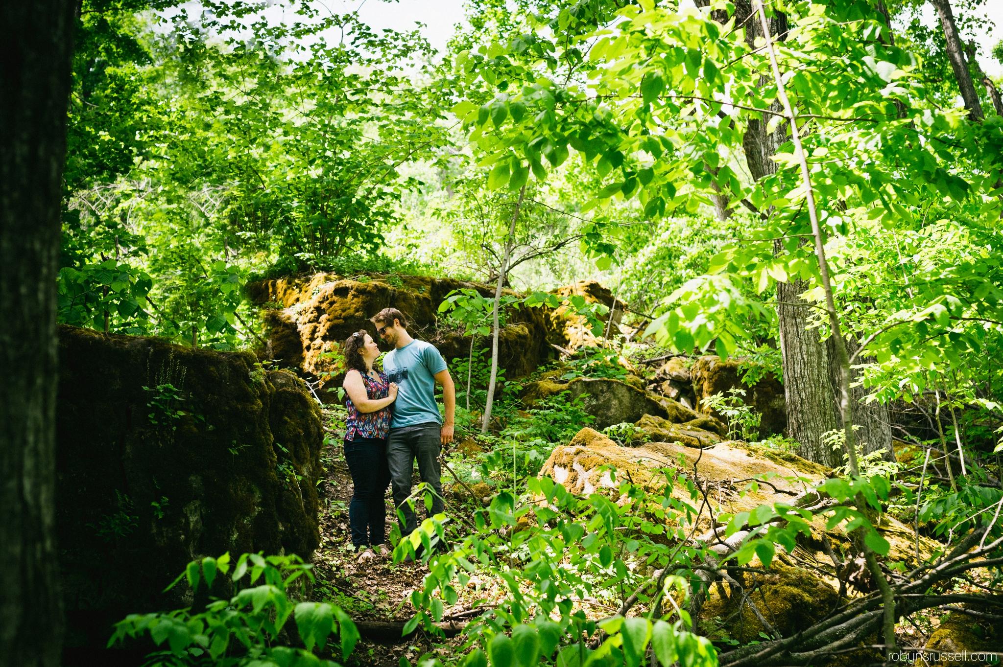 6-kissing-couple-engagement-session-mount-nemo.jpg
