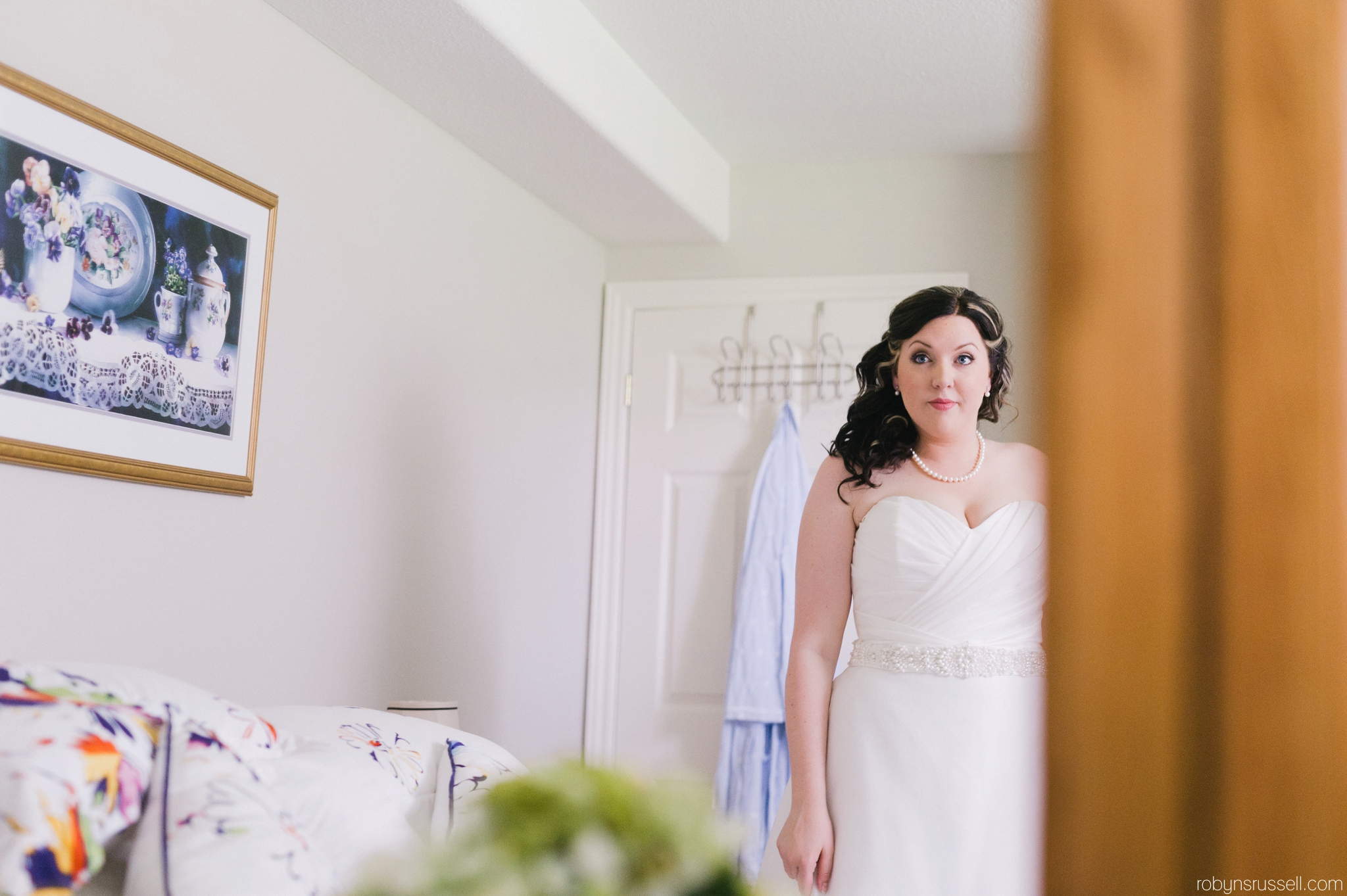 12-bride-getting-emotional-in-grandmothers-room.jpg