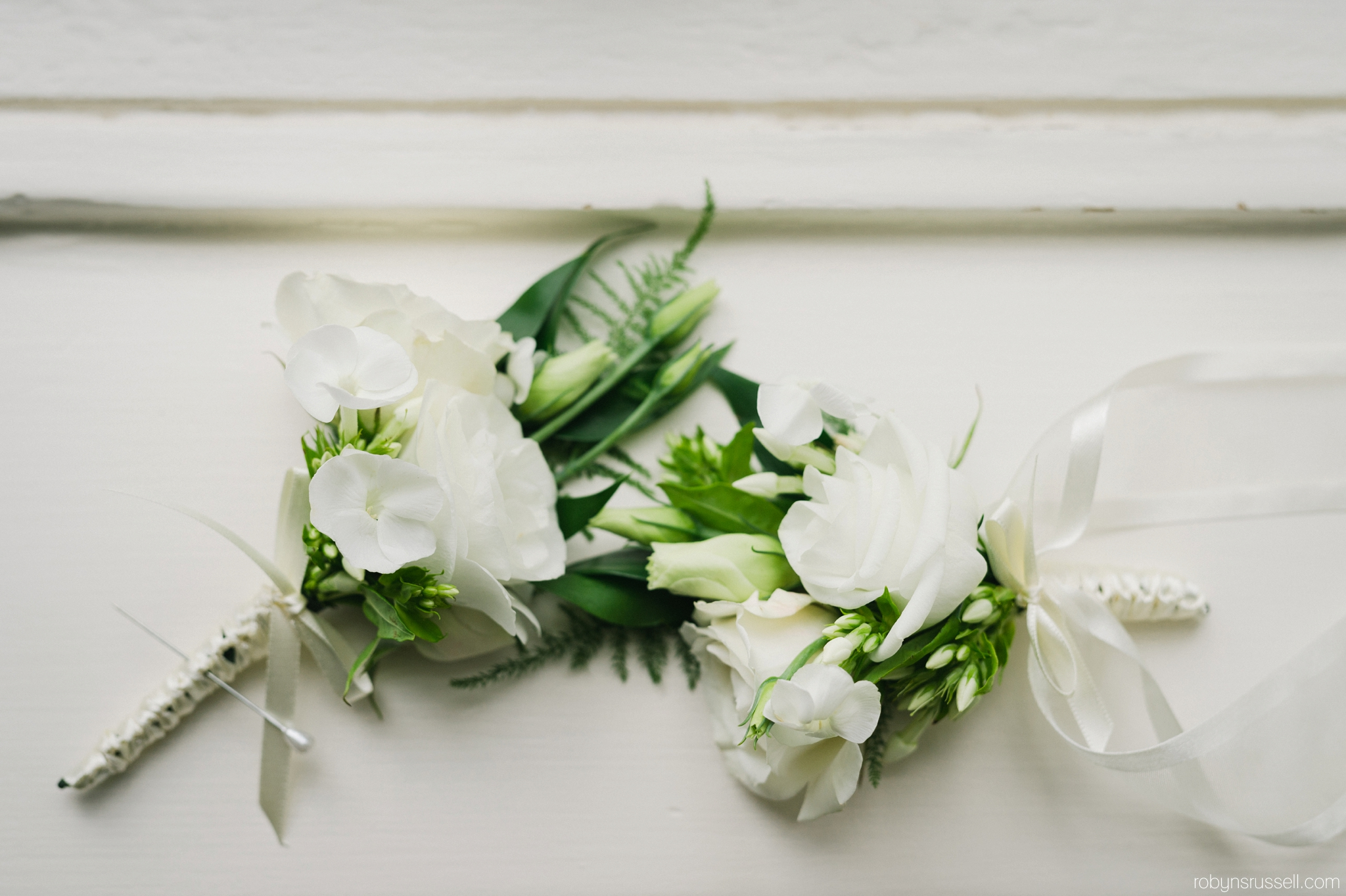 12-white-bridal-flowers-boutinniere.jpg