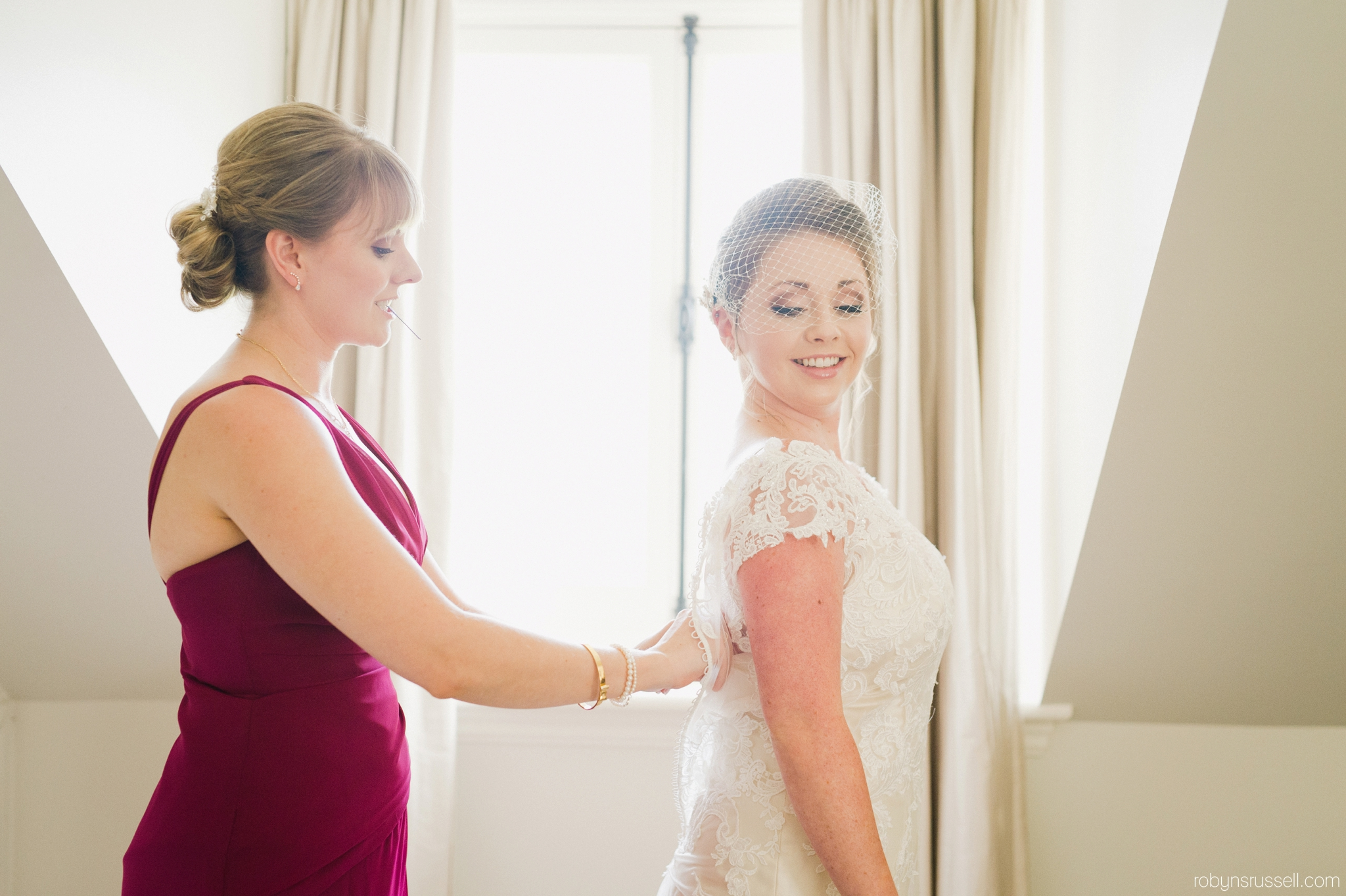 15-bride-and-maid-of-honour.jpg