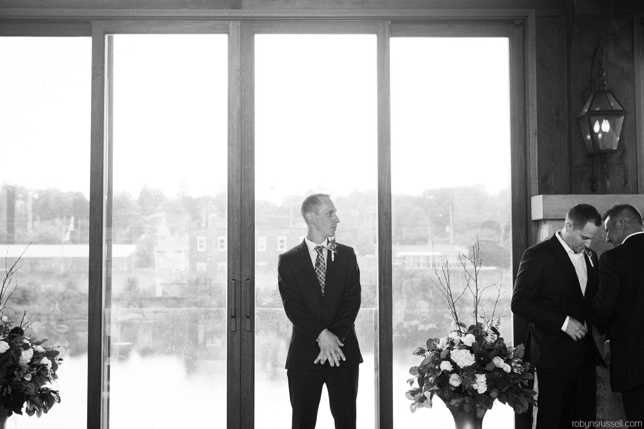24-groom-waiting-for-bride.jpg