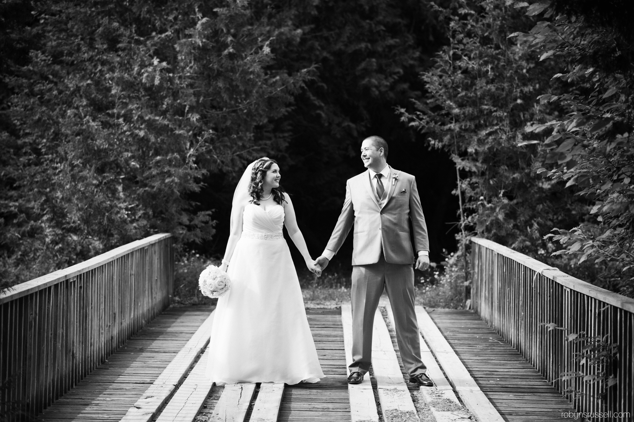 41-kissing-bridge-wedding-photography-drysdale.jpg