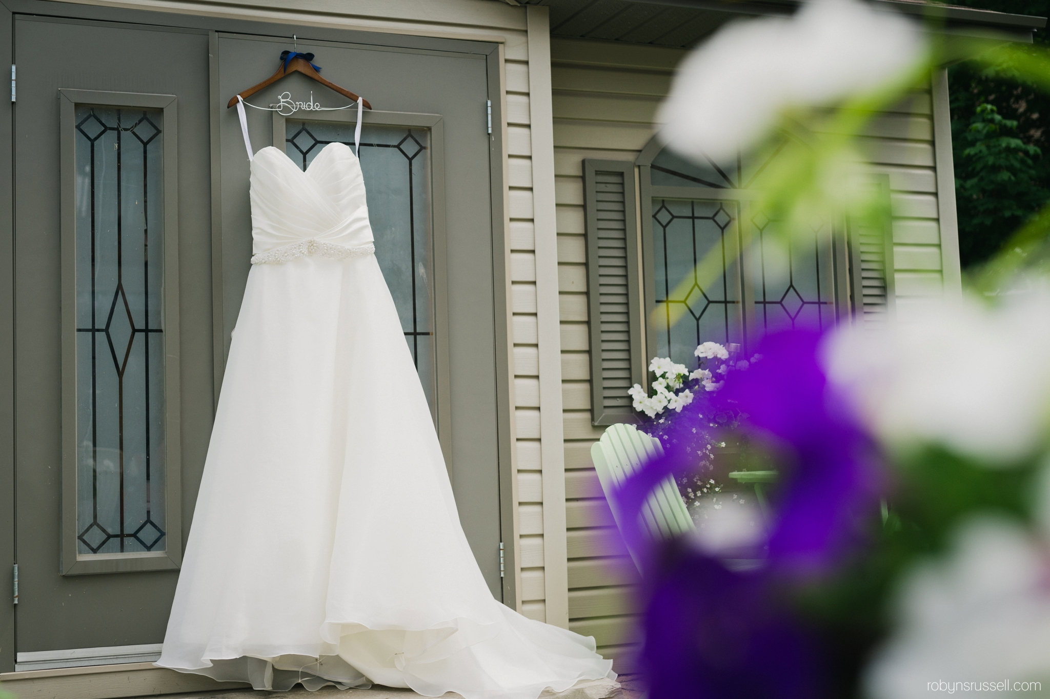 6-bridal-gown-barrie-outdoor.jpg