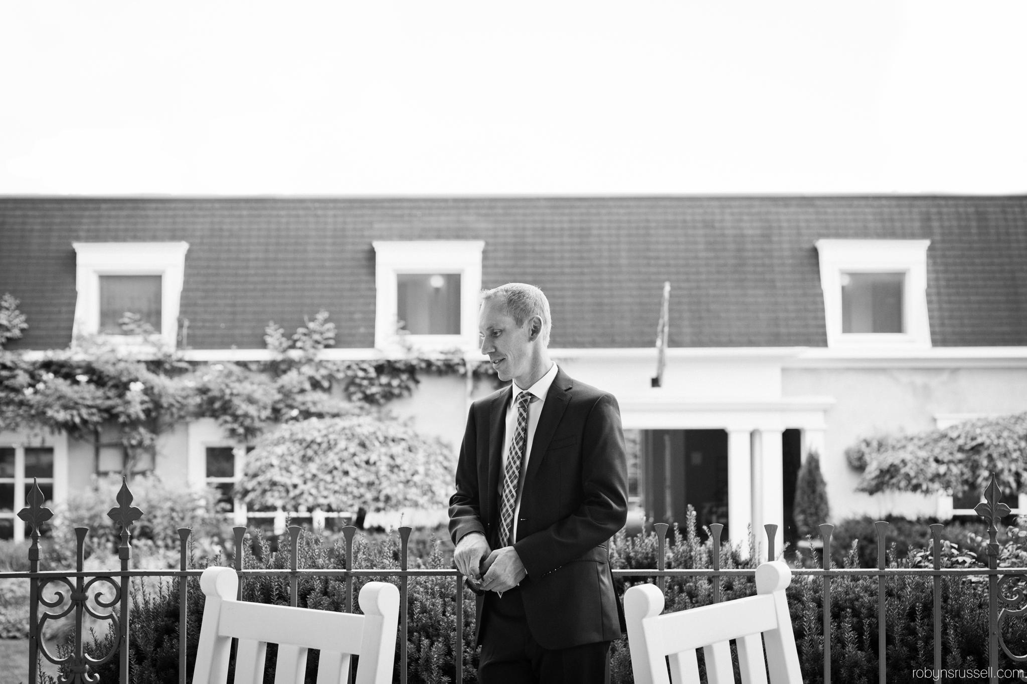 8-groom-moments-before-wedding-ceremony.jpg