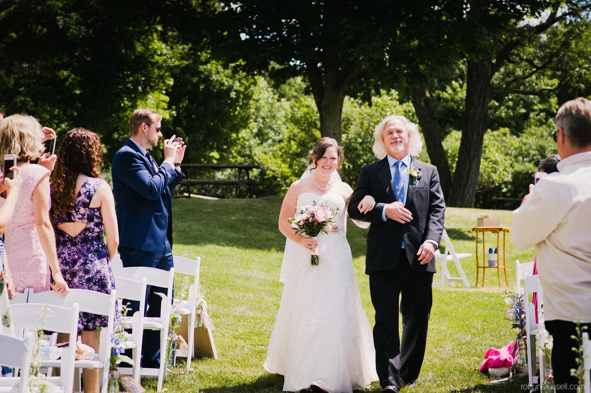 17-bride-and-dad-walking-towards-groom.jpg