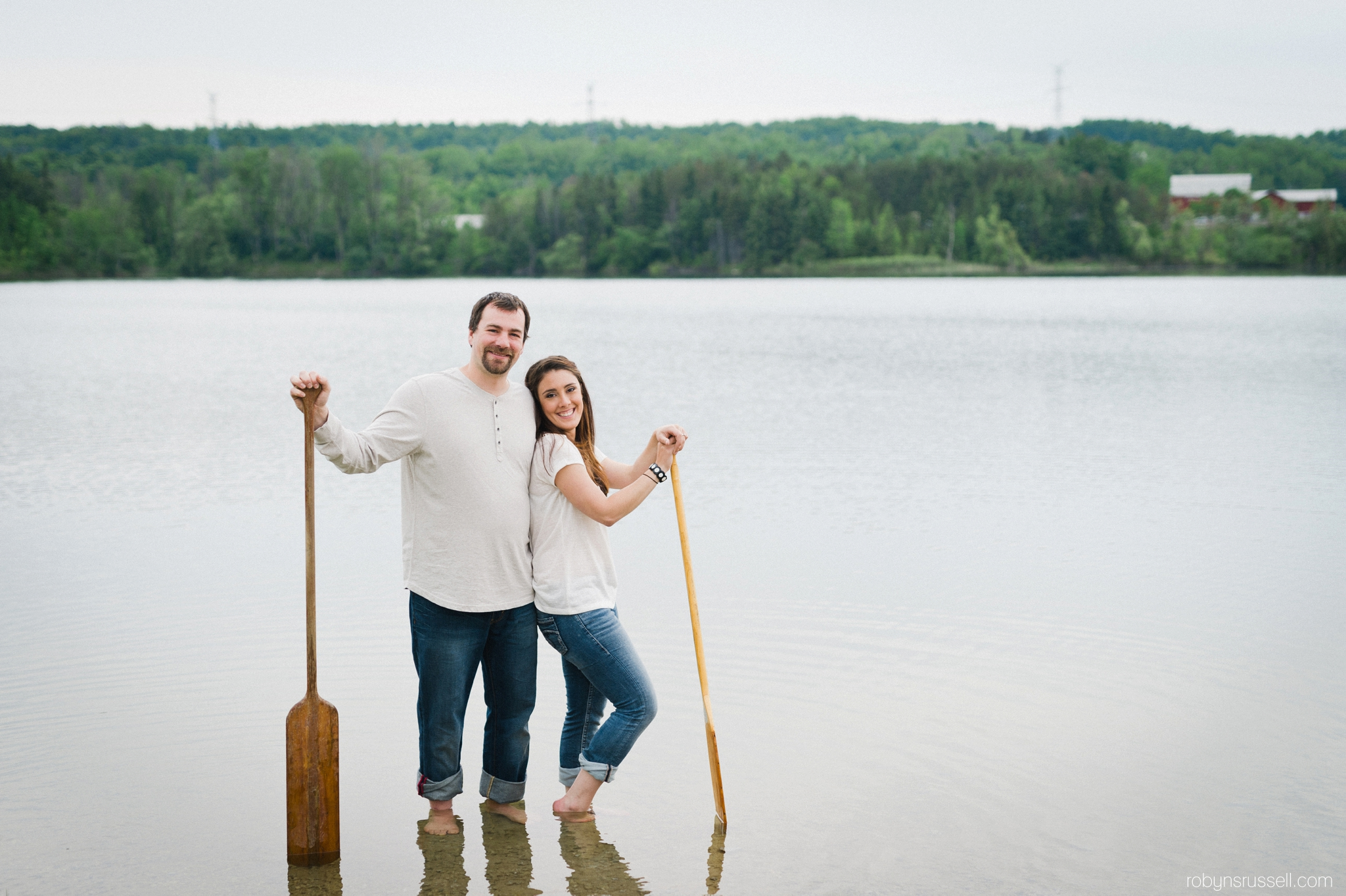 18-couple-with-paddles-at-kelso-lake-engagement-session.jpg