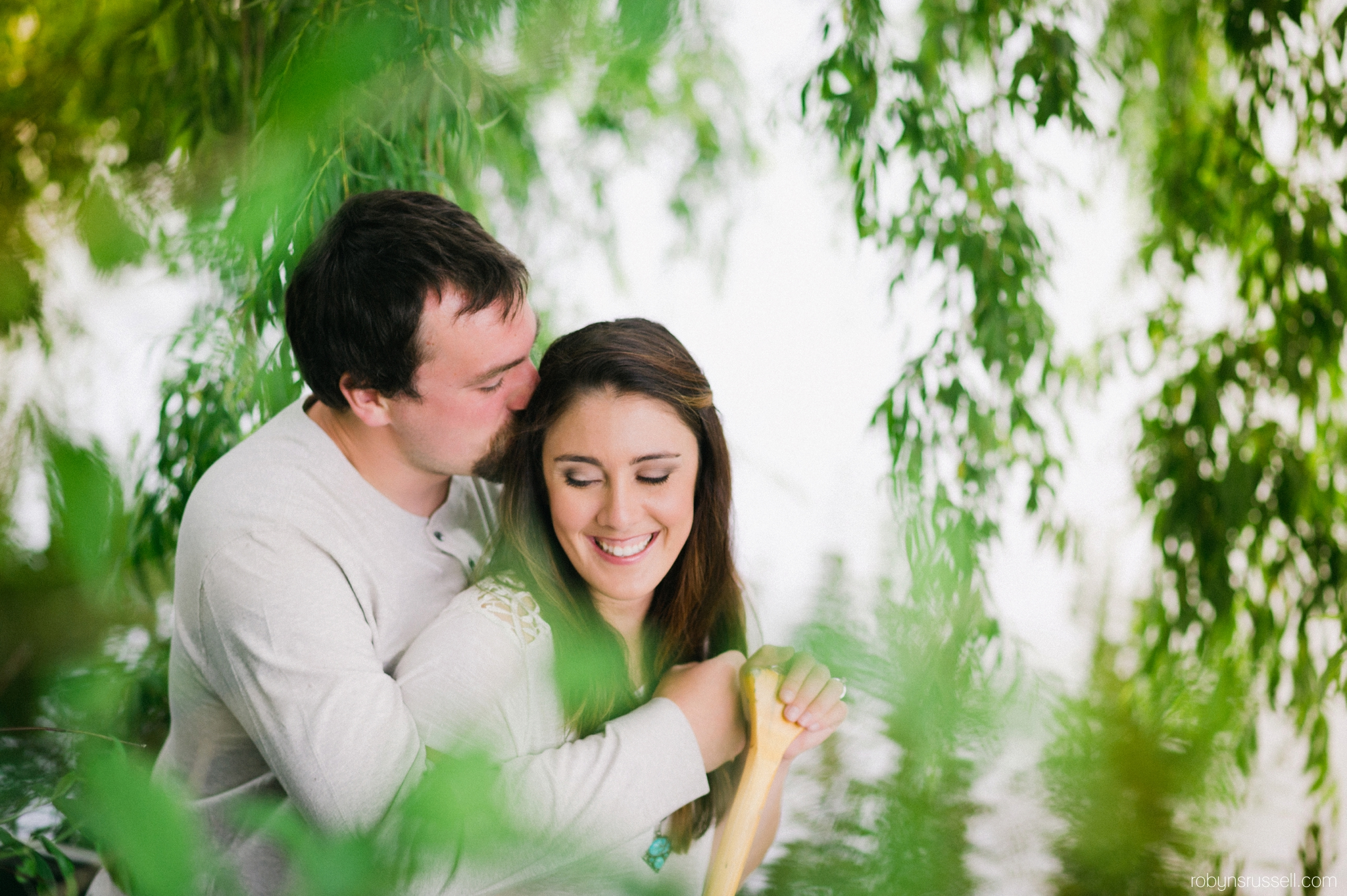 21-couple-in-love-engagement-session-kelso-lake.jpg