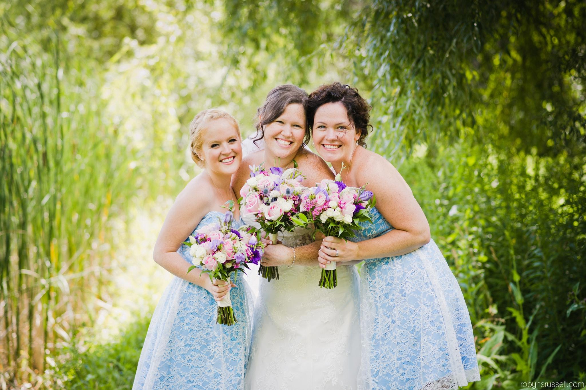 25-beautiful-bride-and-bridesmaids.jpg