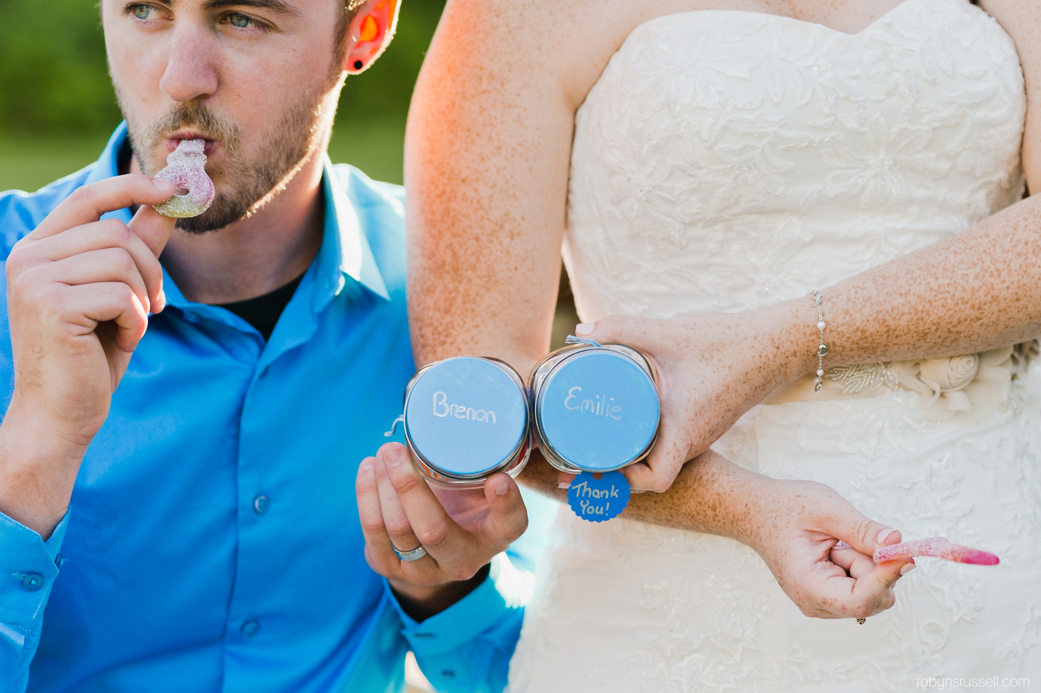 60-take-away-candy-jars-from-bride-and-groom.jpg